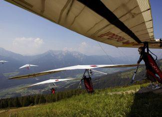 Corinna Schwiegershausen - hang gliding action