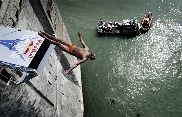 Red Bull Cliff diving series 2009, La Rochelle, France / Photocredit: Ray Demski