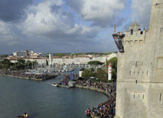 Michal Navratil - Action / Photocredit: (c) V.Curutchet / Event: Red Bull Cliff Diving World Series 2011 La Rochelle