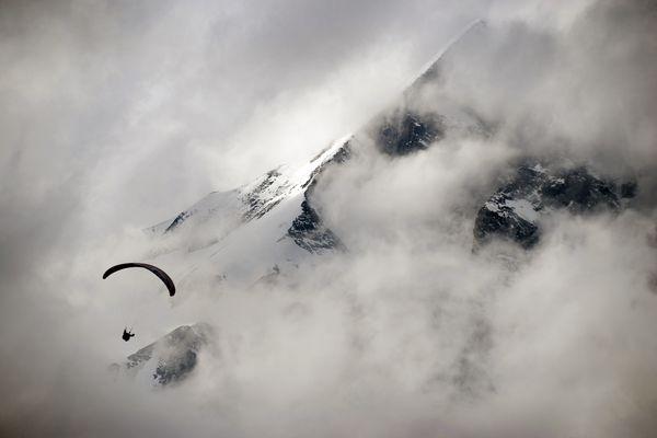 Athlete: Lloyd Pennicuik; Event: Red Bull X-Alps; Discipline: Paragliding; Photocredit: (c)Jon Nash/Red Bull Photofiles; Location: Grossglockner, Austria;