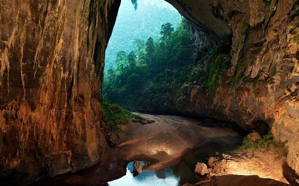 Гигантската пещера Hang Son Doong