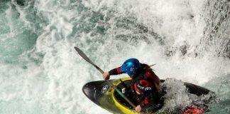 Каяк в бързи води