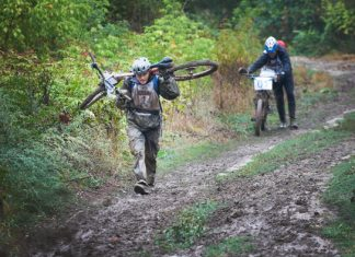 Колоезденето, което се превърна в носене на велосипеди в калта