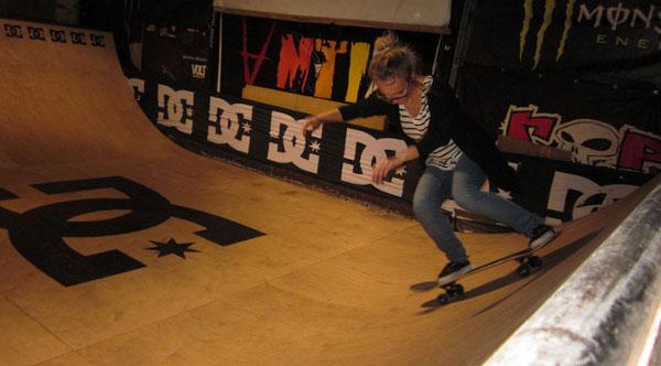 Дамски скейт вечери и уроци в Skateclub Grindhouse