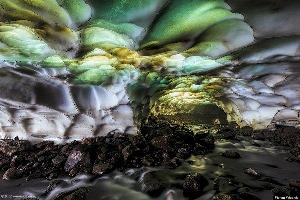 Пещерата на вулкана Мутновски, Русия