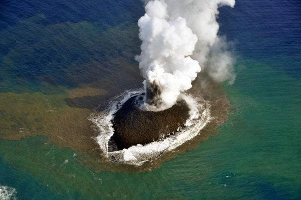 Най-новият остров в света се превърна в сърф спот