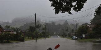 Каяк по наводнени улици