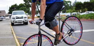 Видео съвети: Как се спира с фикси колело