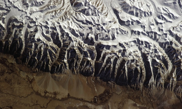 Заснеженият ръб на Хималаите