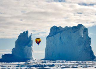 С балон между айсберги
