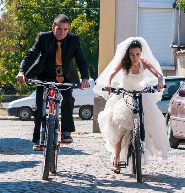 Еми и Алекс Николови… около 5 минути след венчаването си