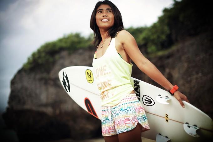 Gea първата сърфистка на Nias