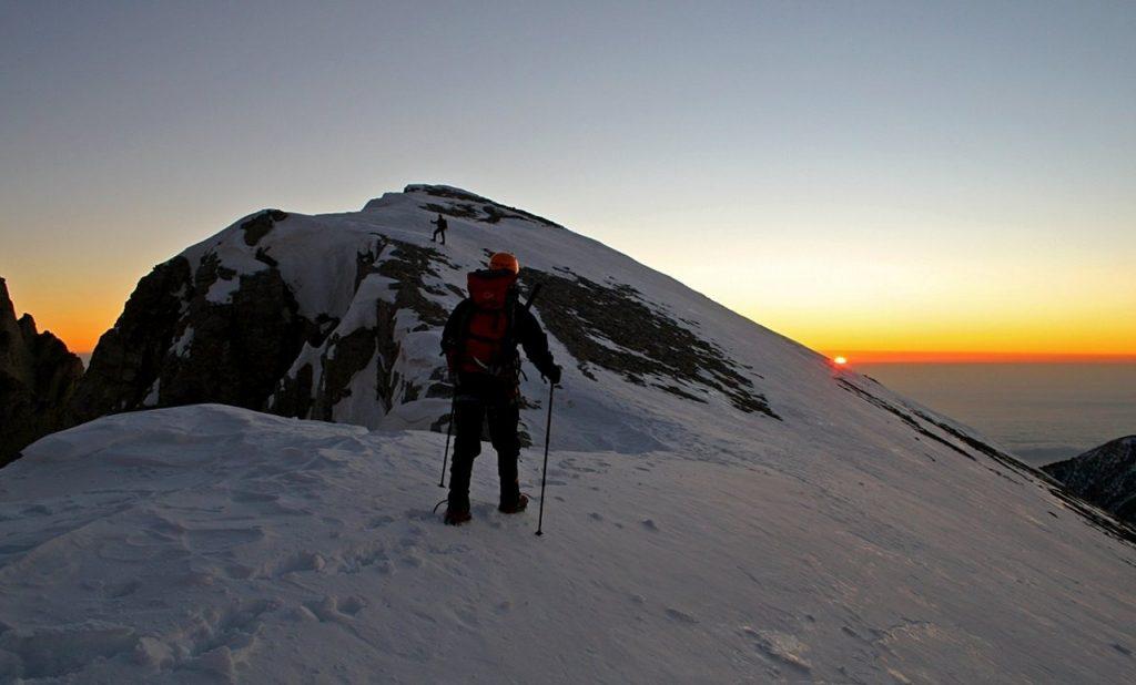 Изгрев в планината