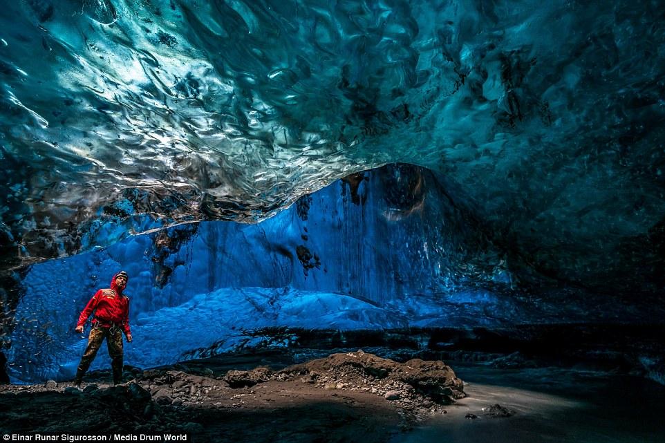 Ледени пещери в Исландия