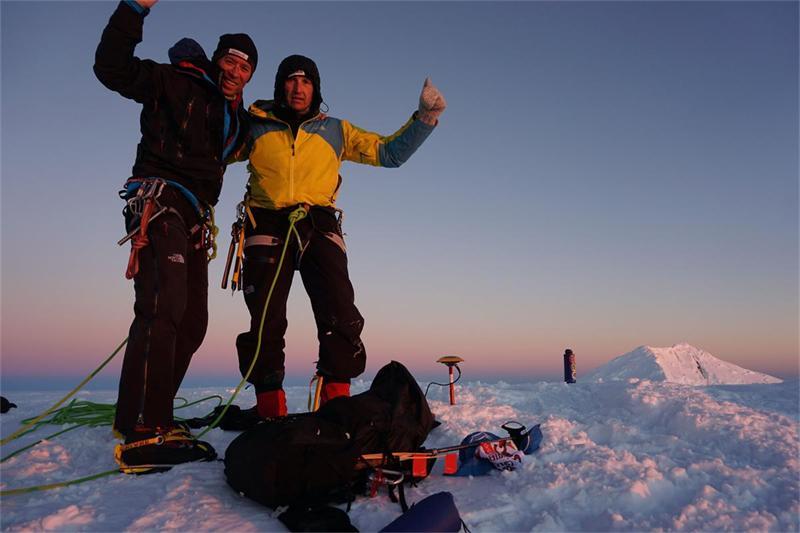 Николай Петков и Дойчин Боянов се завърнаха от Антарктика