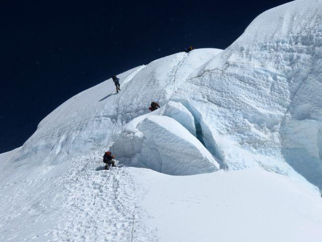 Стръмният леден участък между лагер 1 и лагер 2