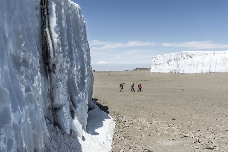 Първи бейсджъмп от Килиманджаро - Валери Розов