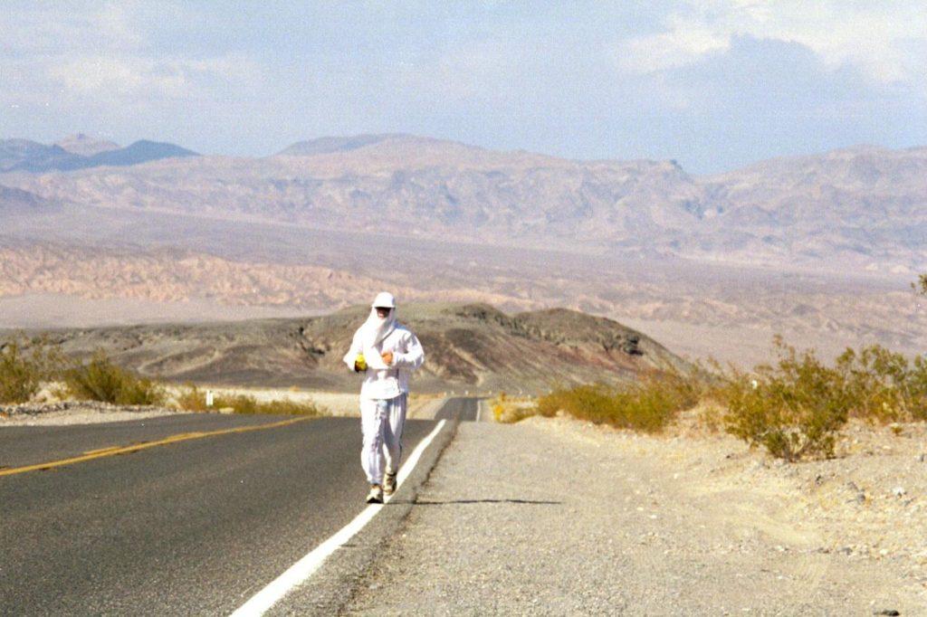 Маратонът Badwater в Death Valley, където температурите достигат 49 градуса по Целзий