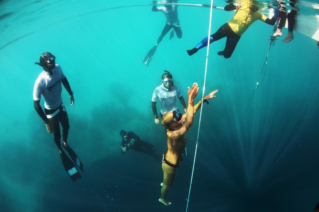 Wired се гмурва във фрийдайвинга - Кейт Мидълтън - Синята дупка на Дийн