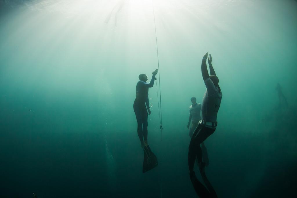 Wired се гмурва във фрийдайвинга - Евгени Съйчов - Синята дупка на Дийн