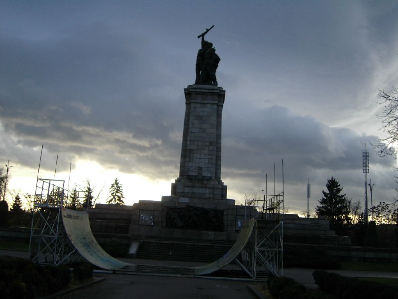 Скейт в България - Паметникът на Съветската армия