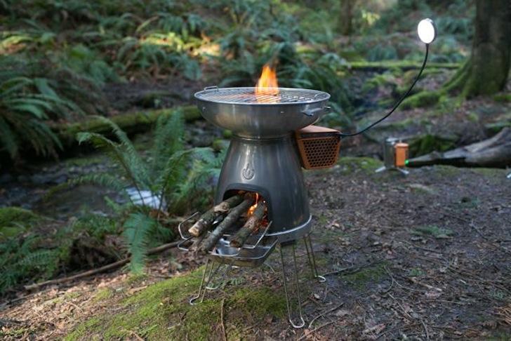 Печката BioLite BaseCamp - огън и електричество