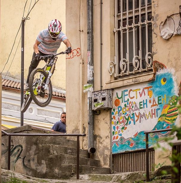 Блейк Самсон по улиците на Велико Търново. Снимка: Георги Даскалов