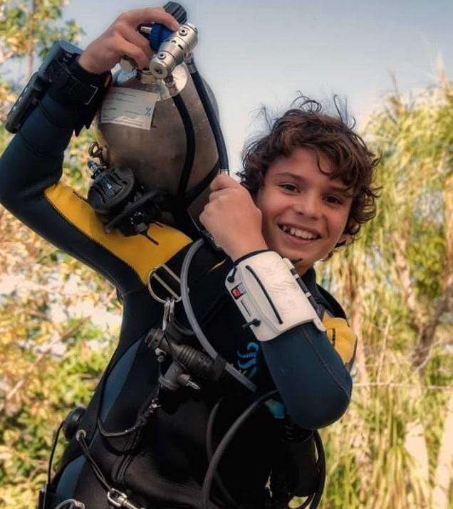 Ники Златков на 11 г. е първото дете в света, което се гмурка в пещерите на Мексико на тази възраст на ниво Full Cave