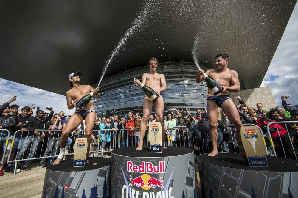 Снимка: Red Bull Cliff Diving