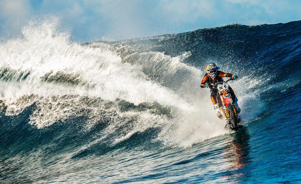 С мотор по вълните - Роби Мадисън - Таити