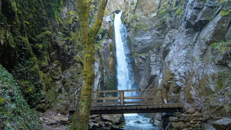 Петиция за Камешнишките водопади