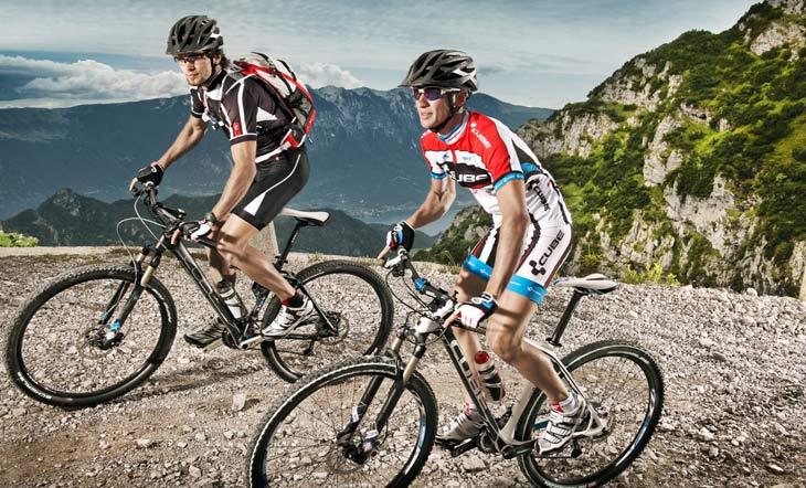 41693aeec49 Марката произвежда велосипеди за почти всеки разпространен стил каране, но  най-известна в света е със своите планински модели. Началото й е през 1993  г., ...