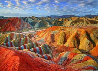 The Rainbow mountain, Китай