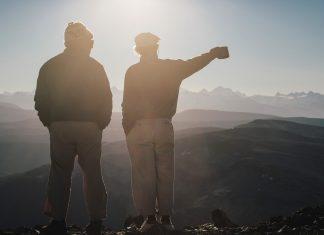Ивон Шуйнард (вляво) и Дъг Томпкинс през 2008 г. по време на изкачване в Патагония