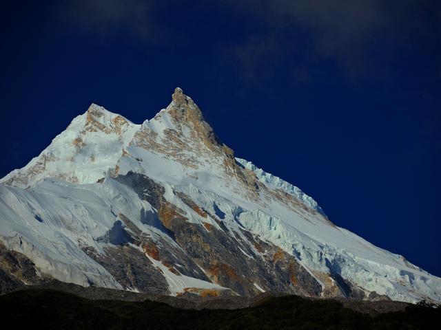 Манаслу (8163 м). Първото му изкачване е направено през през 1956 г. от японска експедиция