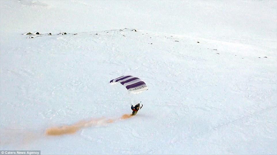 Да полетиш със сноумобил