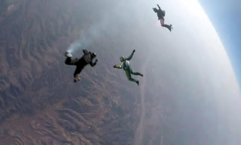 От 7600 м без парашут