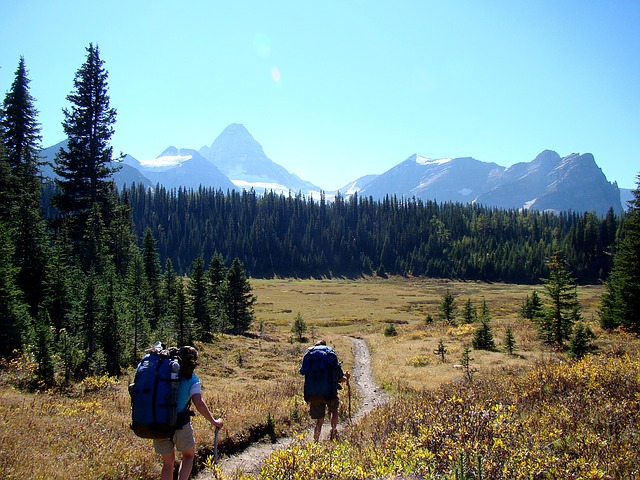 hiking-1249275_640