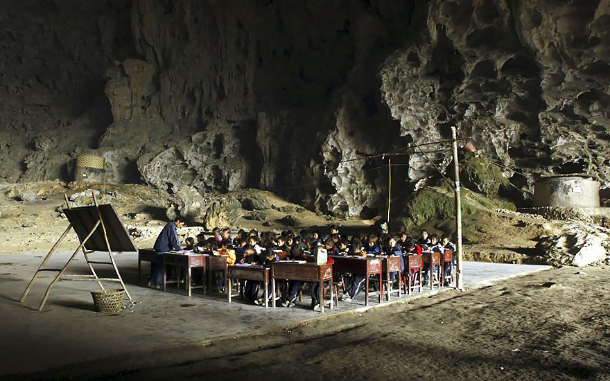 Село в пещерата