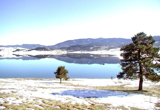 Язовир Батак през зимата