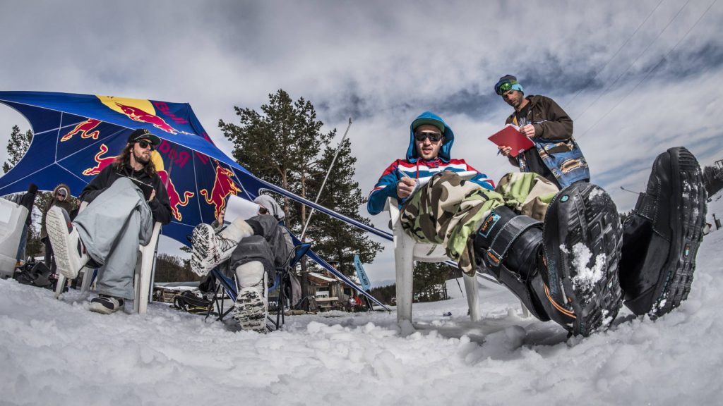 Red Bull FRAGMENTS Съдии