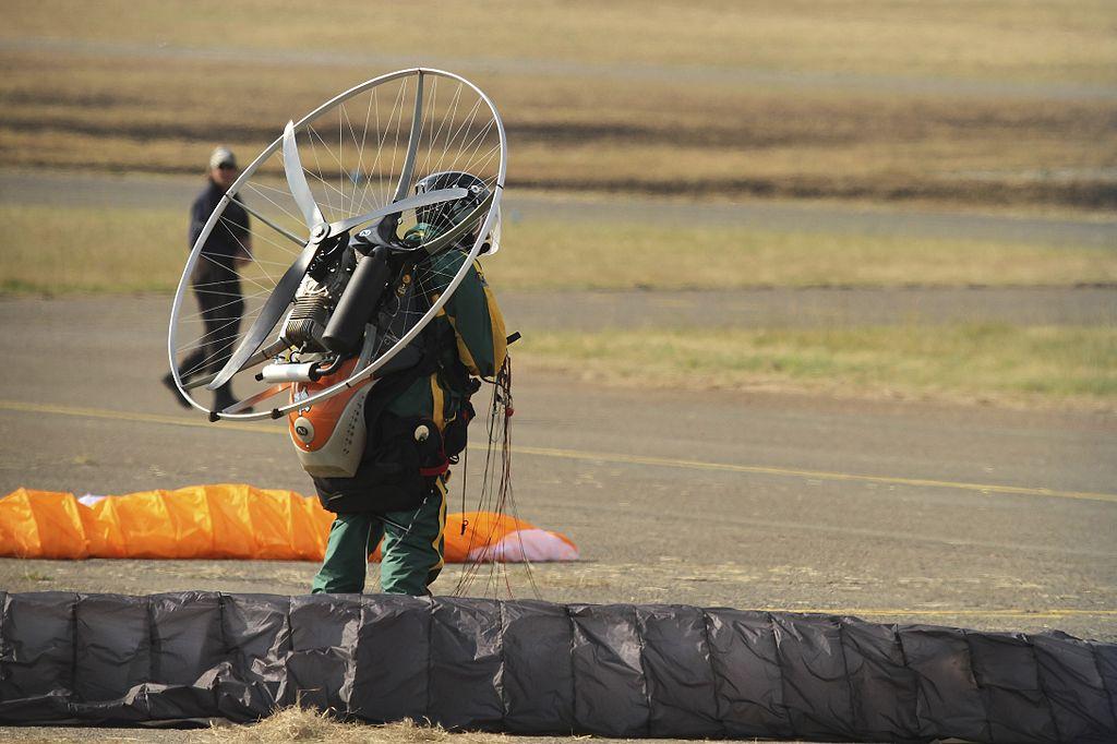 Пилот с парамотор