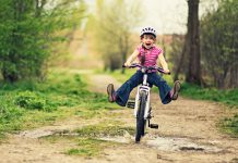 Дете с колело