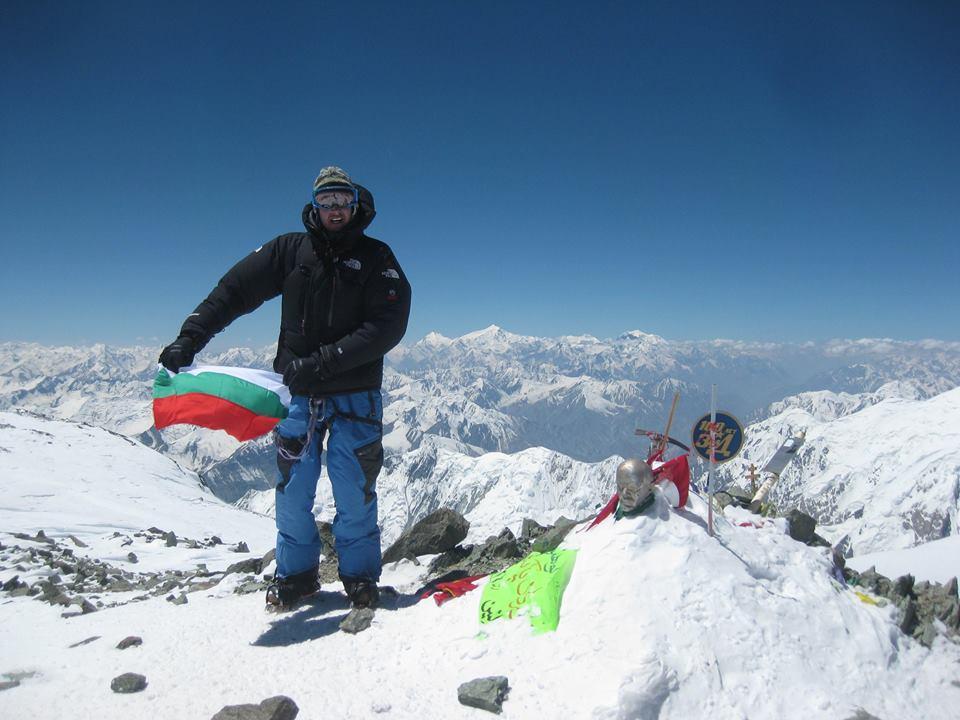 Владимир Павлова, първо българско сноуборд спускане от над 7000 м