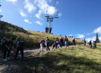 Деца почистиха пистите в Боровец