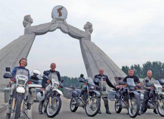 Новозеландски мотористи близо до Пхенян, Северна Корея. © Gareth Morgan