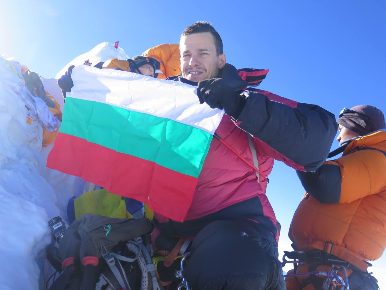 Богдан Велев