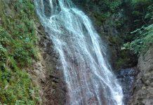 Под пръските на водопада, водопад Скока
