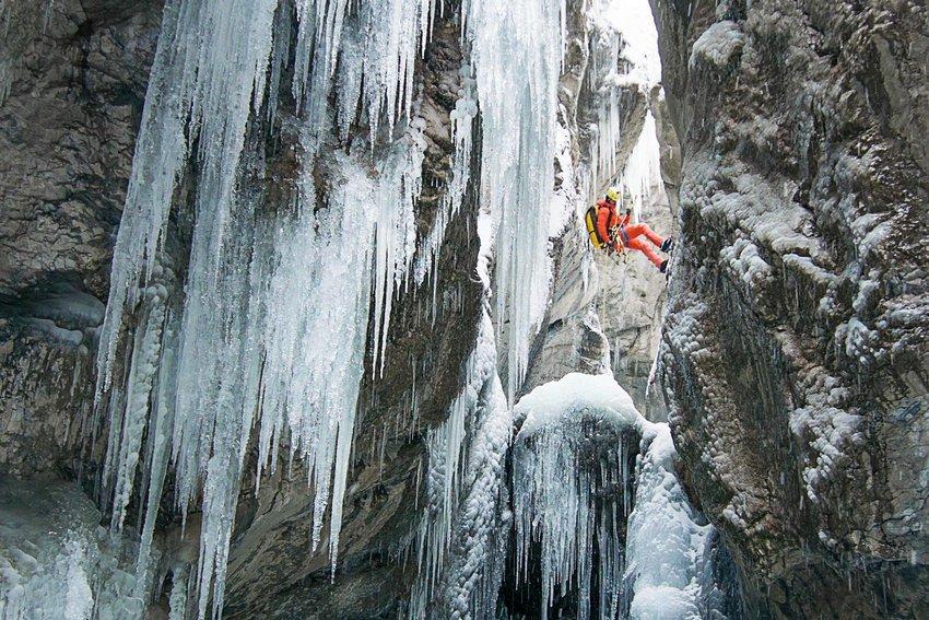 Зимен каньонинг