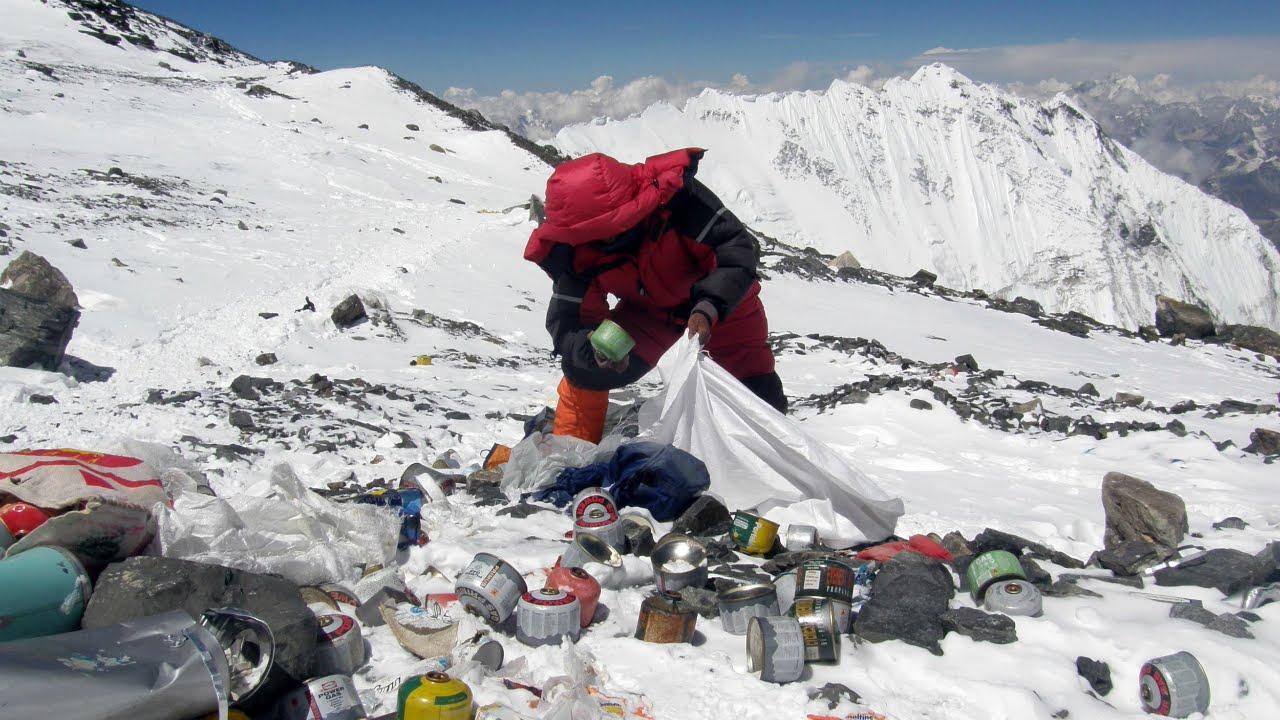 Кампания за почистване в района на Еверест